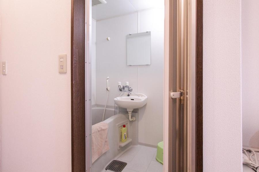 清潔感のあるバスルームはのんびりくつろげる空間に