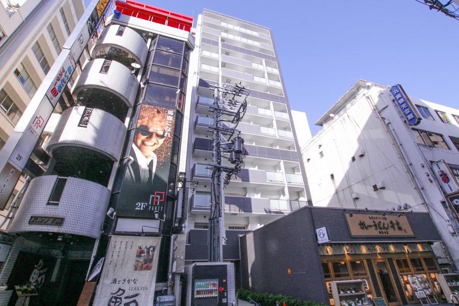 周囲は繁華街のため周囲は飲食店、コンビニが多数。利便性の高い物件です