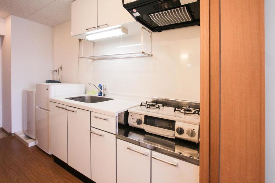 ホワイトを基調としたキッチンはオシャレで広々