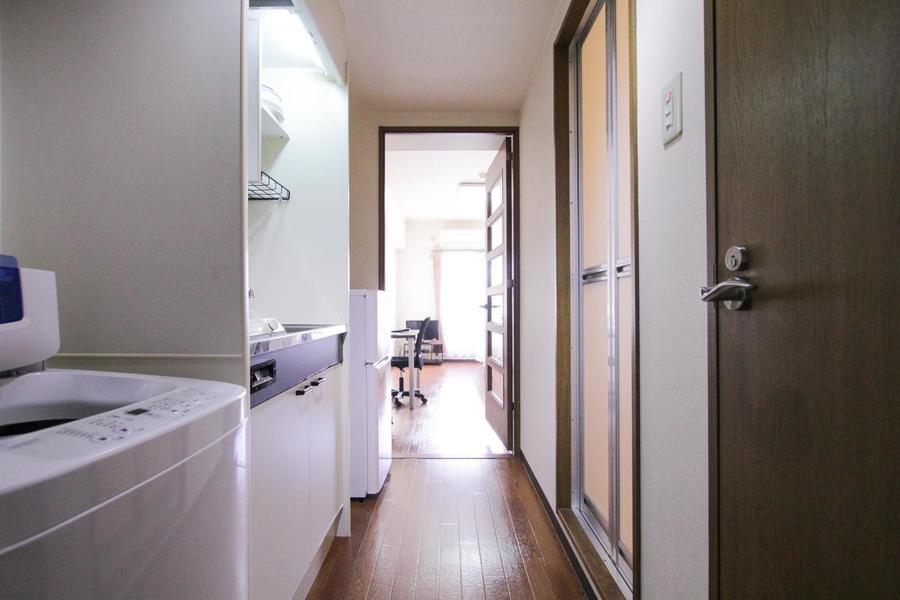 廊下もお部屋と同じくブラウンのフローリングで統一されています