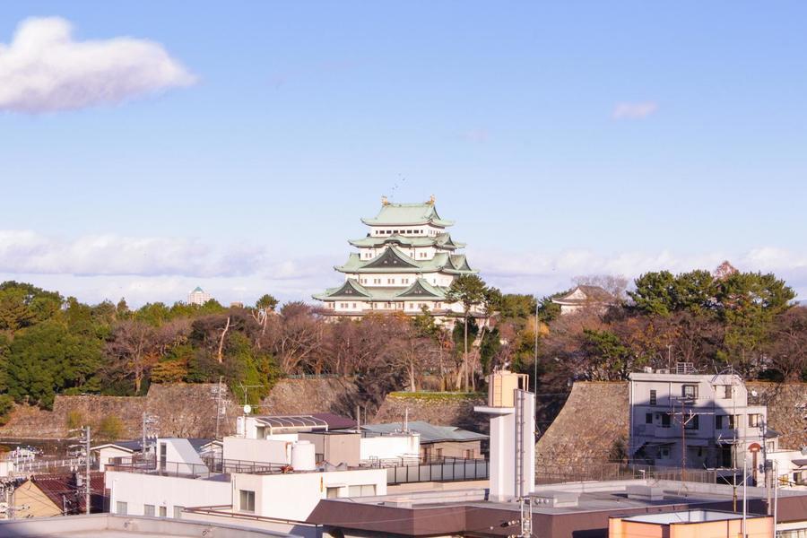 ベランダから見える名古屋城の眺めは格別。時間ごと、季節ごとの風情をお部屋にいながらにして楽しめます。