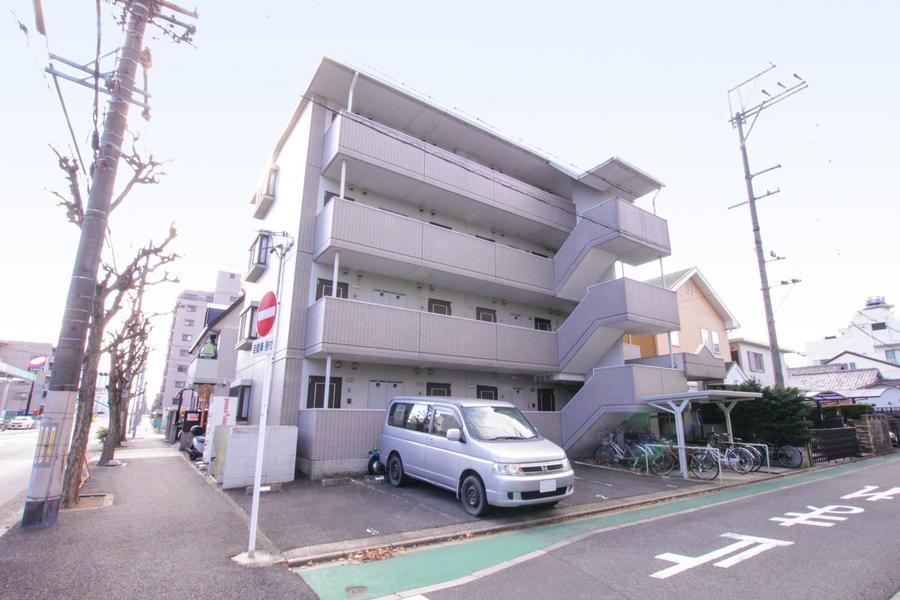 名古屋港駅は名港線の始発駅。ゆっくり座って通勤できますよ