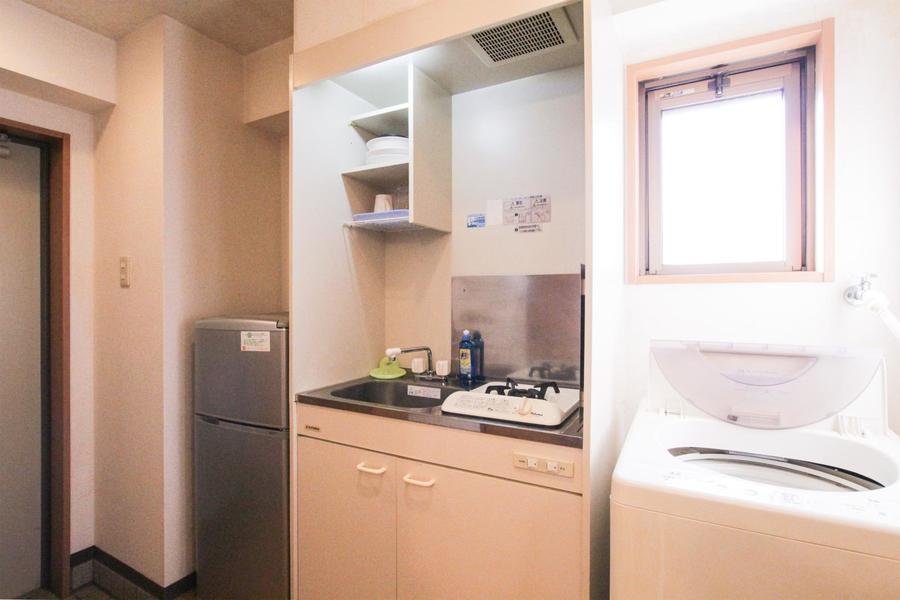 シンプルでコンパクトなキッチン。便利なガスコンロタイプです