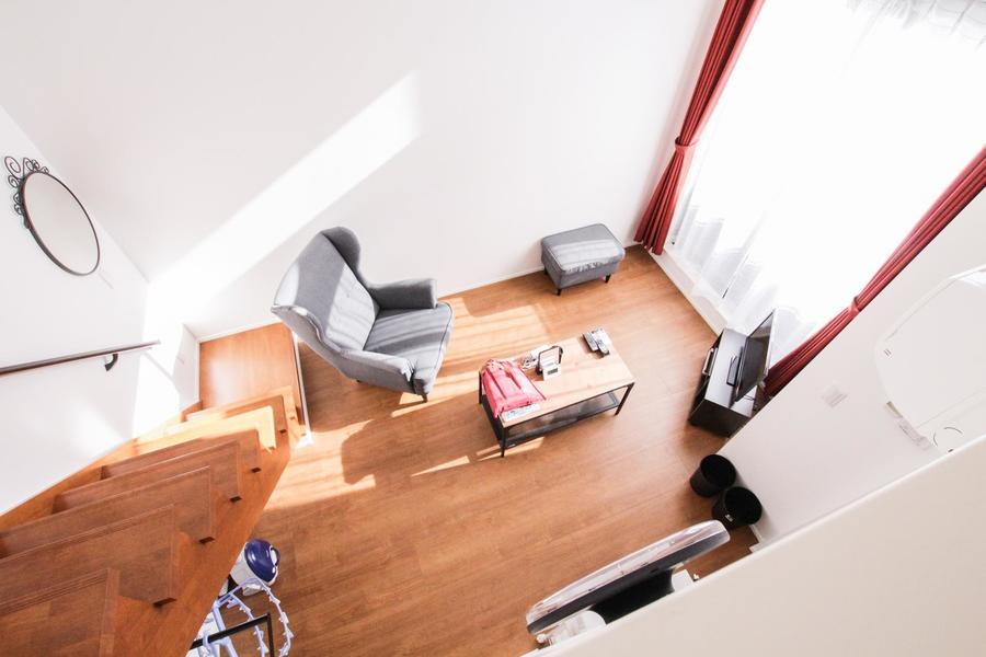 ロフトから見下ろすお部屋の趣も格別。開放感と、ちょっとした非日常空間を味わえます。