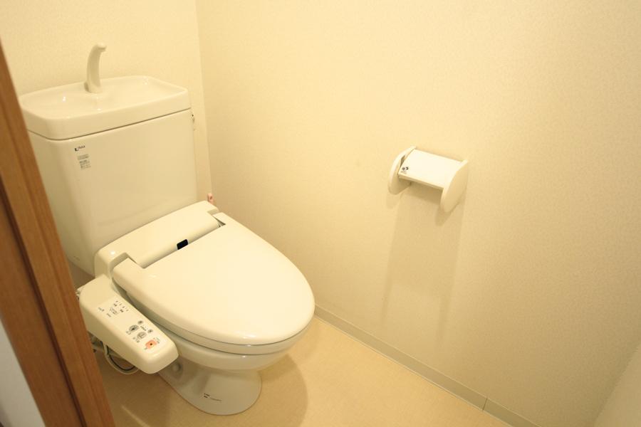 お手洗いは人気のウォシュレットが完備