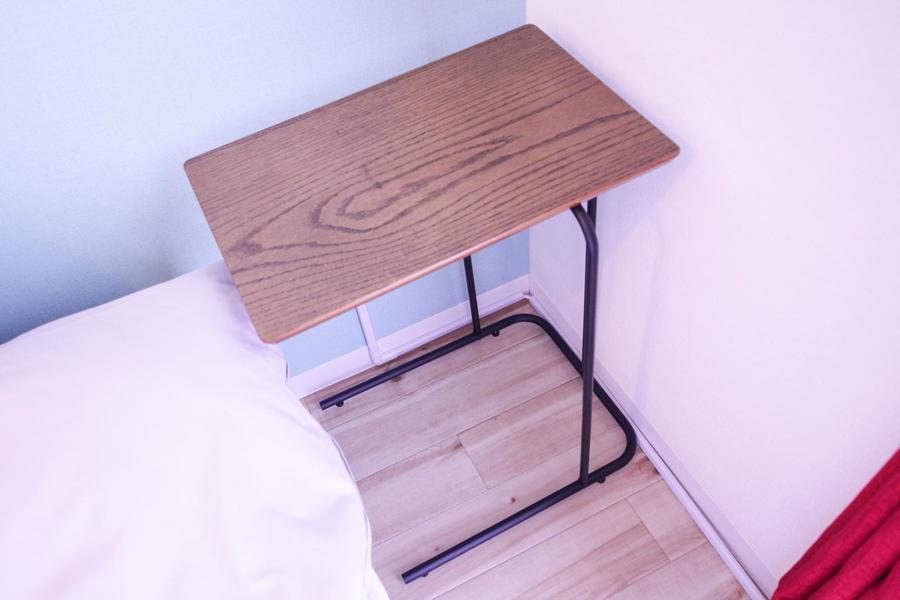 サイドテーブルはおやすみ前のひとときやリラックスタイムのお供として