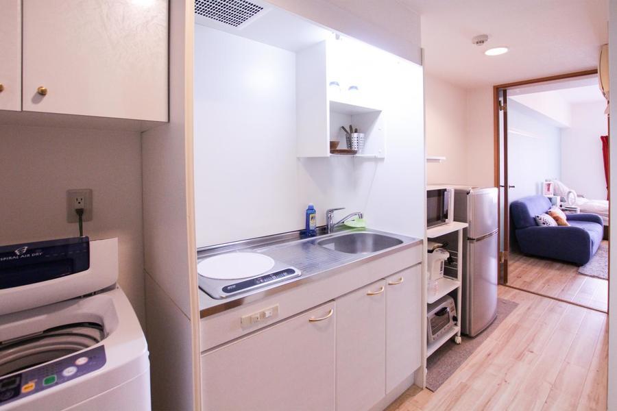 家電類、食器類など使いやすくまとめられたキッチン