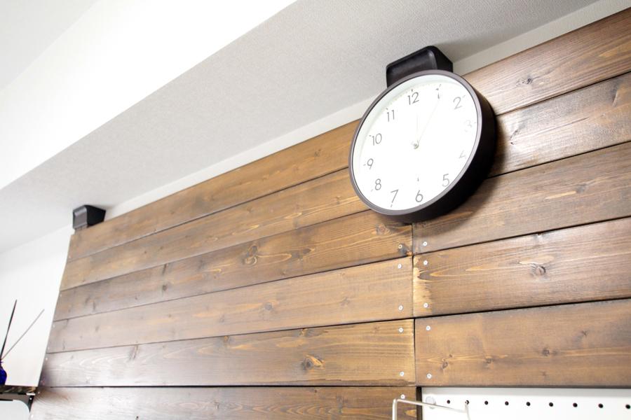 夜間は秒針が止まる掛け時計