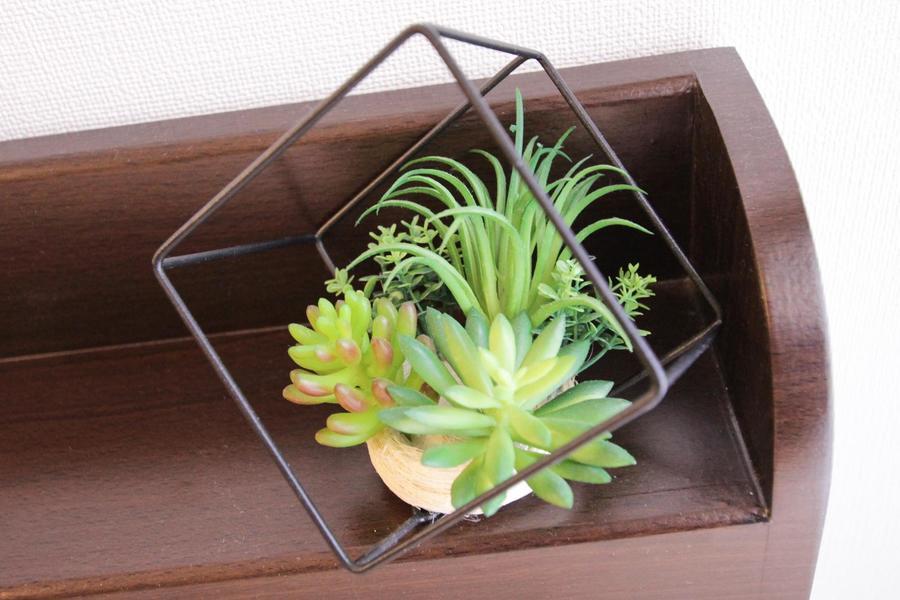 ベッド宮部分にはちいさな植物をあしらいました