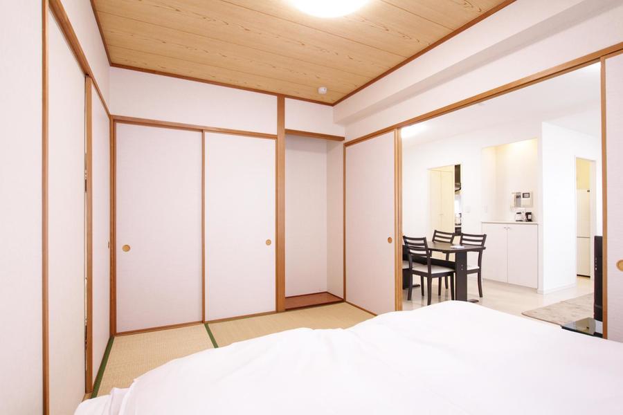 和室には床の間のスペースも完備。季節のお花を飾るのも素敵ですね