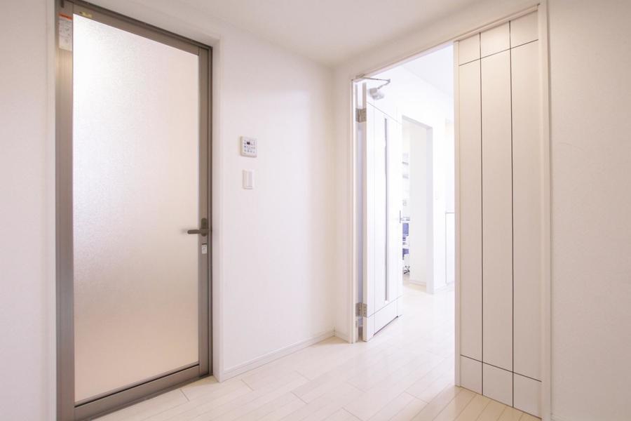 玄関からリビング、お部屋までは段差の少ないつくりで足元も安心です