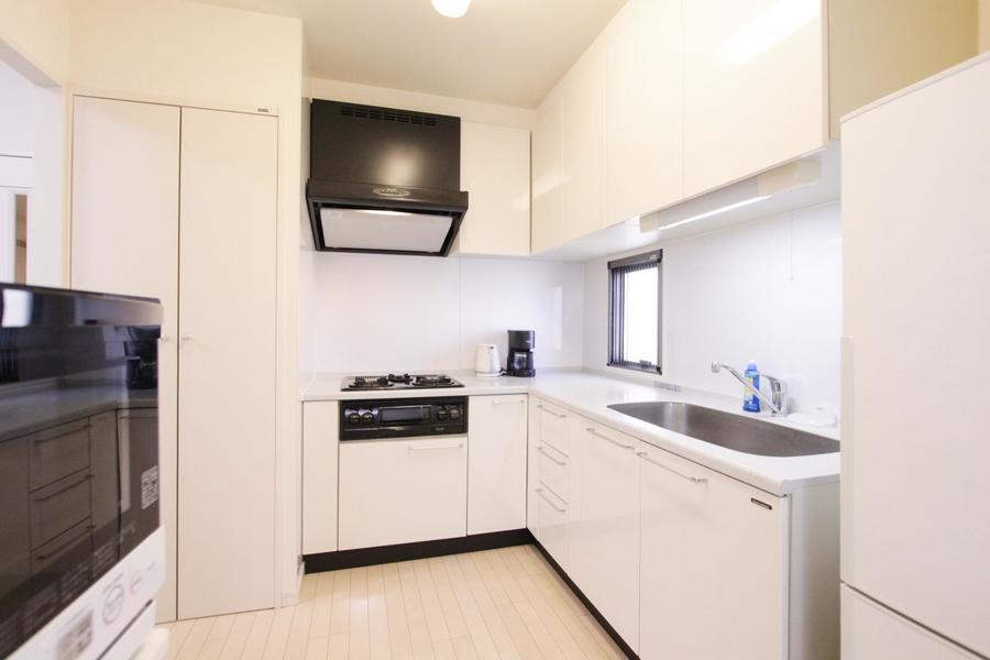 高級感と清潔感あふれるキッチンは広々とお使いいただけます