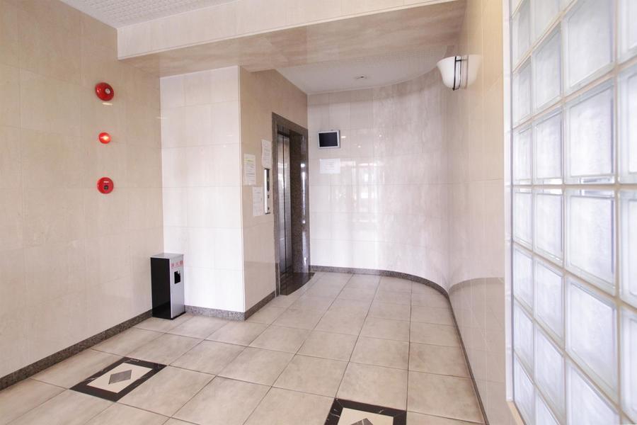 オートロック、エレベーターはもちろん宅配ボックスも完備されています
