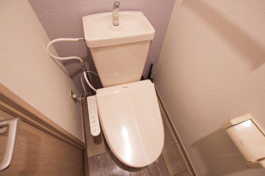 お手洗いは人気のシャワータイプを採用しています