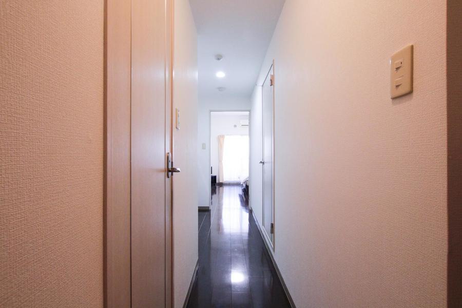 玄関からお部屋までは段差がなく、深夜のお帰りでも足元は安心です