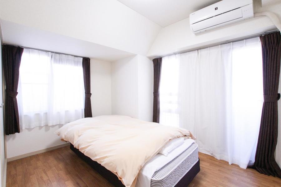 洋室は2面窓で明るく過ごしやすいお部屋です