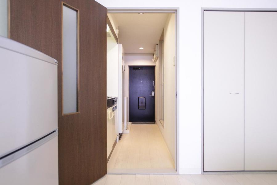 お部屋と玄関の間にはドアが設置されているため来客時も安心です