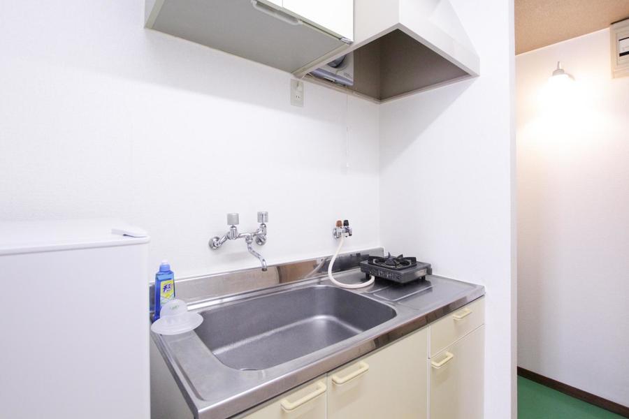 広めのシンクが特徴のキッチン。便利なガスコンロタイプです
