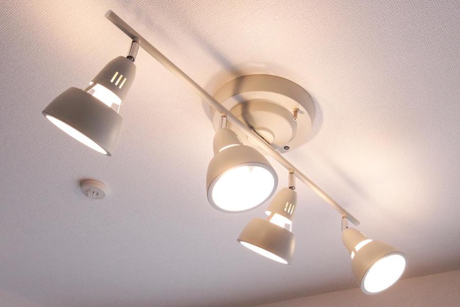 照明はシーリングスポットライト採用し、スタイリッシュさをアップ