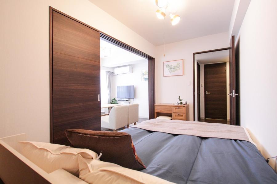 寝室とリビングの扉を開けることでより広くお使いいただけます