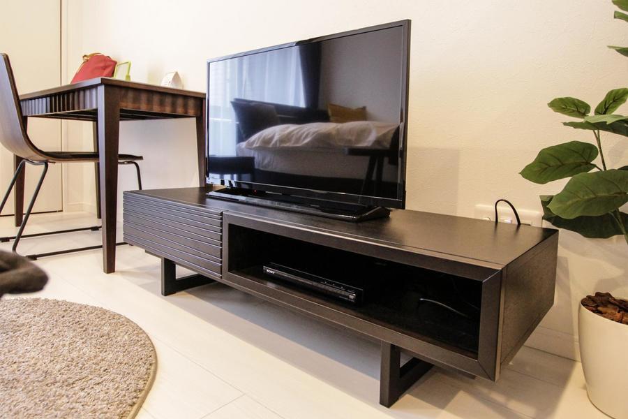 テレビはDVDプレイヤーも共に設置。お休みの日はDVD鑑賞も素敵ですね