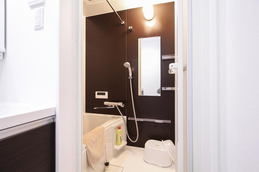 ゆったり広々くつろげるバスルーム。嬉しい浴室乾燥機能つきです