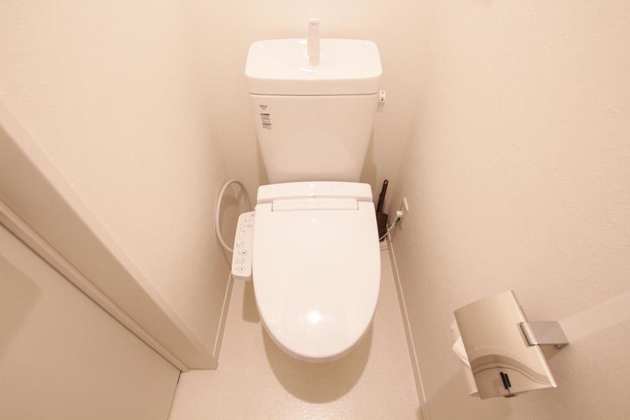 お手洗いはシャワートイレタイプ。セパレート式で衛生面も安心です