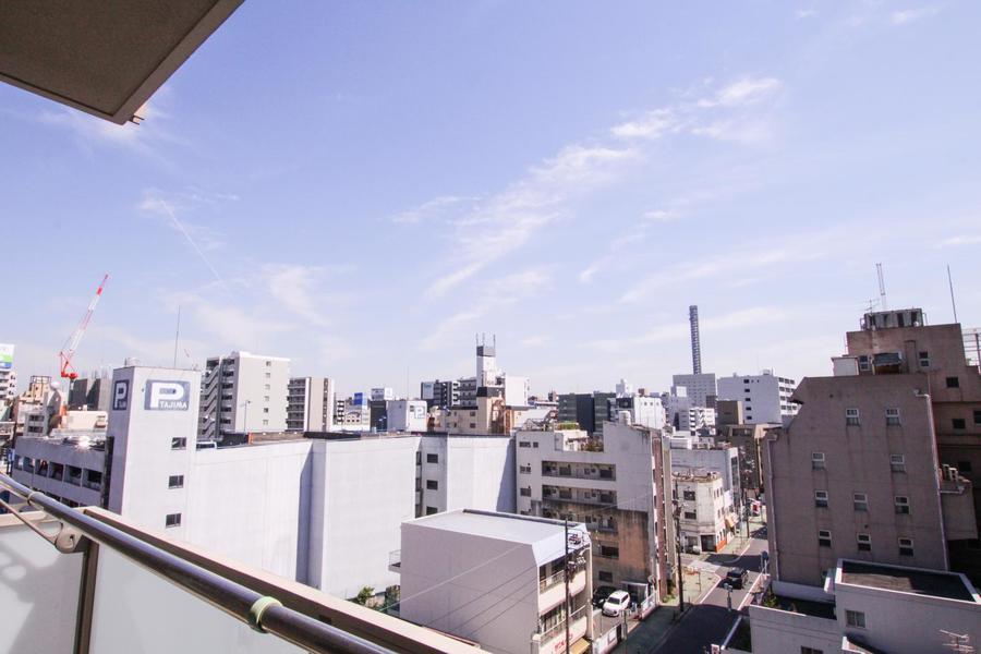 ベランダからは名古屋の街が一望。高層階なので遮るものも少なく眺めも抜群です