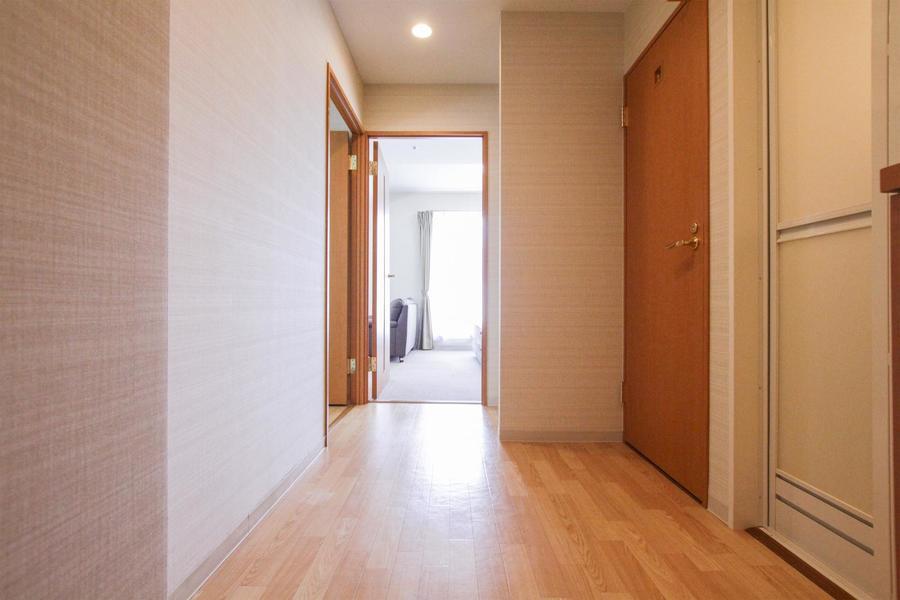 玄関はあたたかみのあるウッドカラーで統一されています
