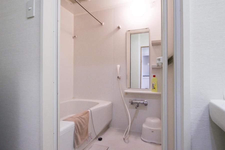 バスルームは広々ゆったり。浴室乾燥機能搭載で急な洗濯物でも安心!