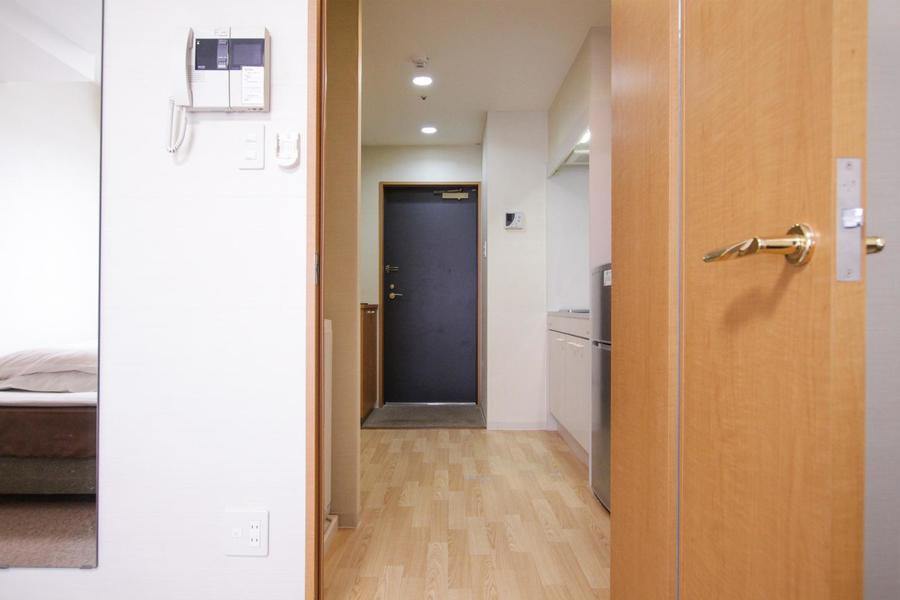 キッチンスペースはゆとりの広さ。狭くて通りづらいといった心配もありません