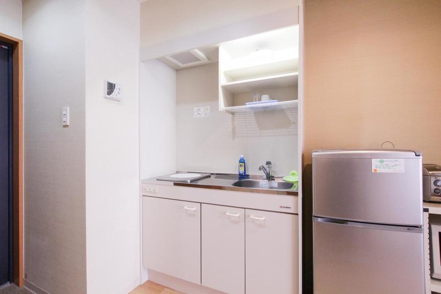 上下にたっぷりの収納スペースが設けられたキッチン。便利なIHコンロ搭載です