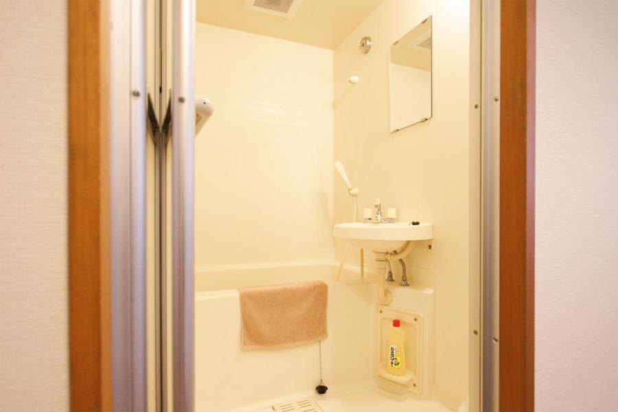 お風呂はシンプルかつ清潔感が漂います
