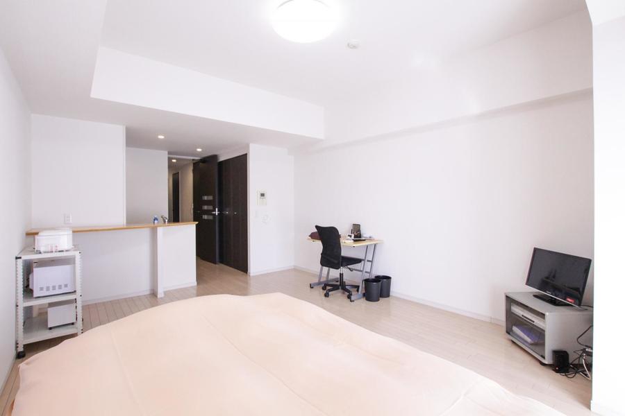 シーリングライトを採用することで天井からの圧迫感を減らし開放的なお部屋に