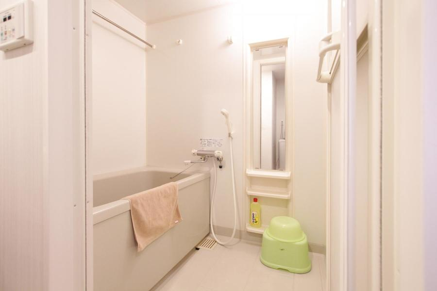 広く清潔感のあるお風呂。人気の浴室乾燥機能を搭載しています
