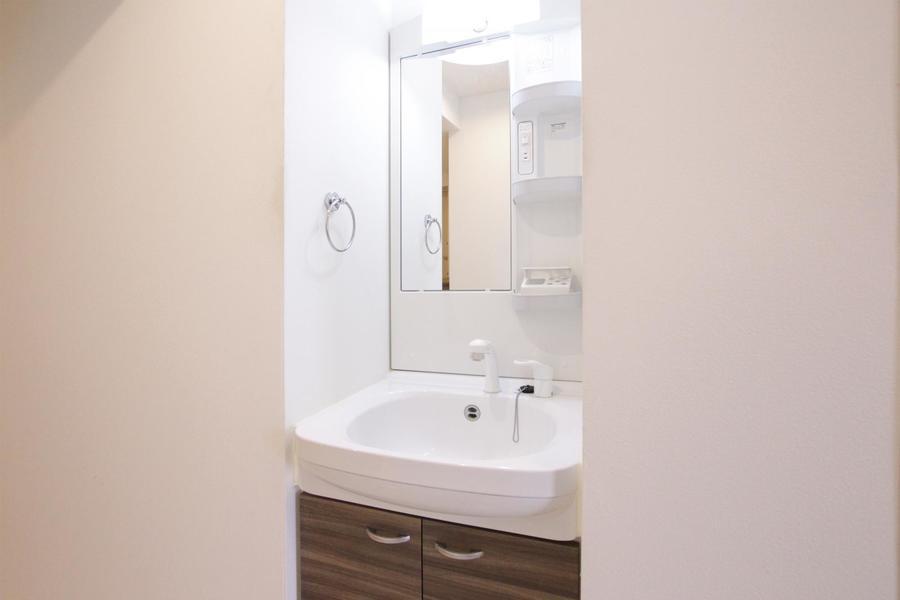洗面台は人気のシャンプードレッサーを搭載
