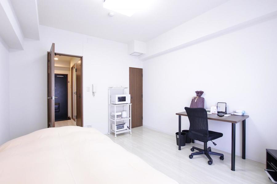 シーリングライト採用で天井まで広々。心地よい空間でお過ごしいただけます