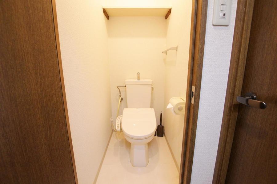 お手洗いは人気のシャワートイレ搭載です