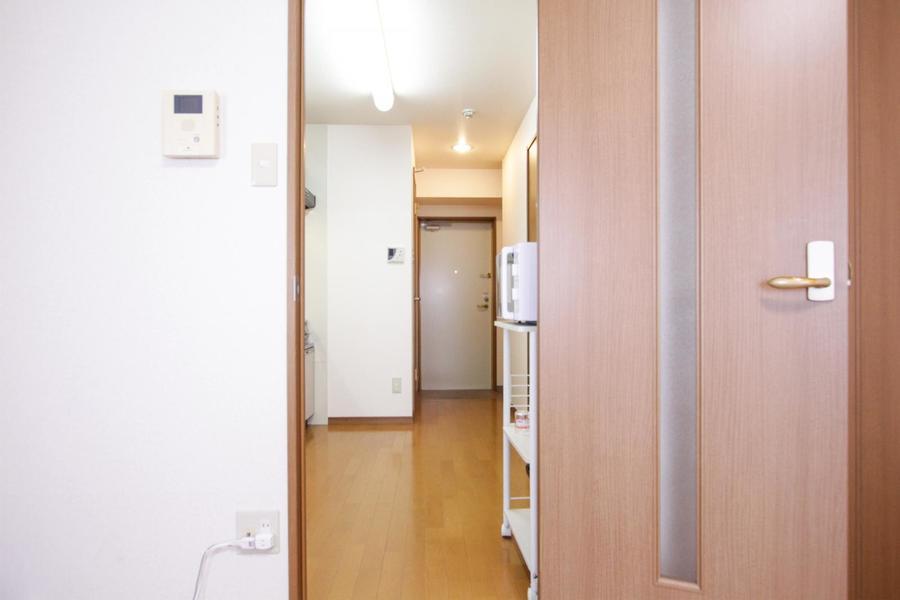 お部屋とキッチンの間には扉が設置。人気のTVモニターホンも設置されています