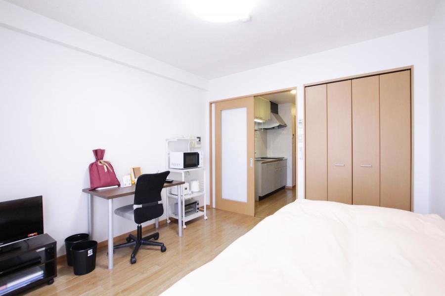 家具家電のほか、大きめの収納もポイント。荷物もすっきり片付けられます