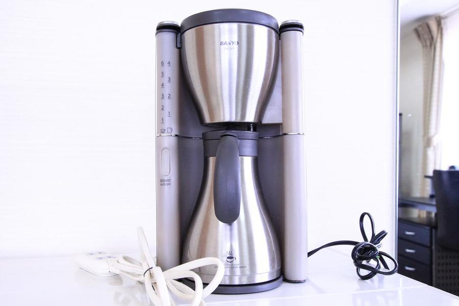 コーヒーメーカーはステンレス製。コーヒー愛好家の方にオススメです