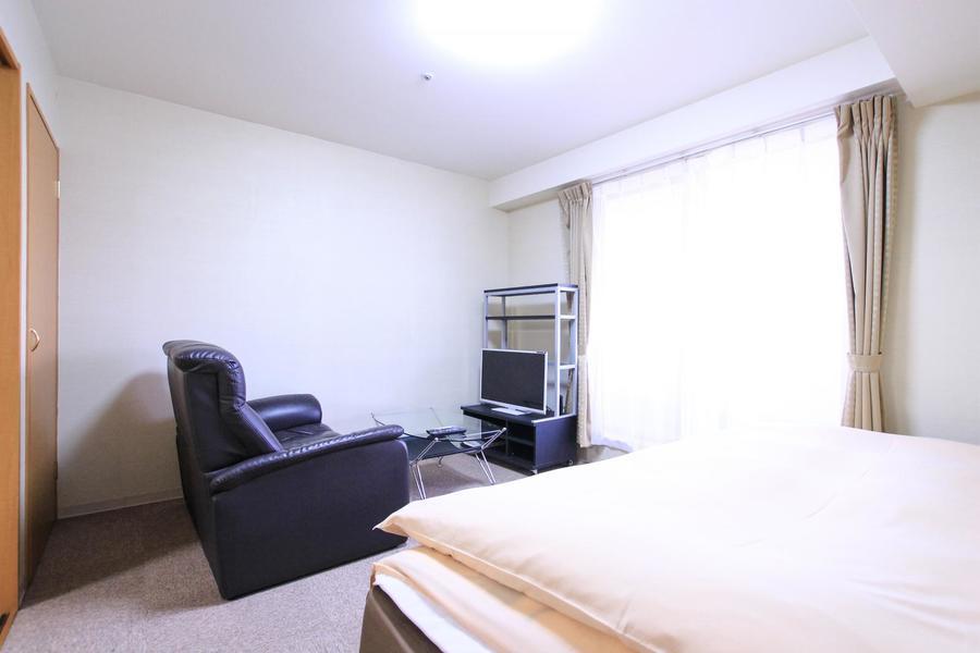室内にはゆったりくつろげるソファを設置