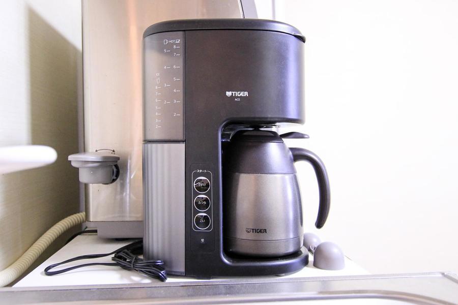 コーヒーメーカーは冷めにくいステンレスポットタイプ