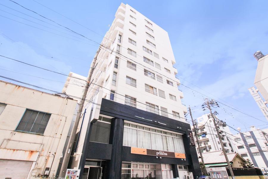 鶴舞駅より徒歩5分。大通りから数歩入った場所に位置します