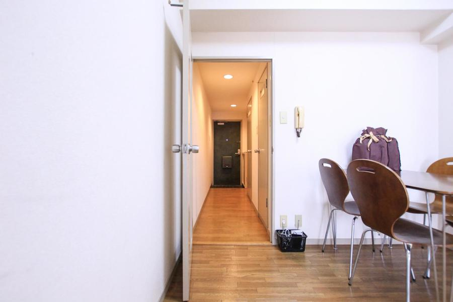 廊下からお部屋まではまっすぐ1本。段差も少なく足元も安心です