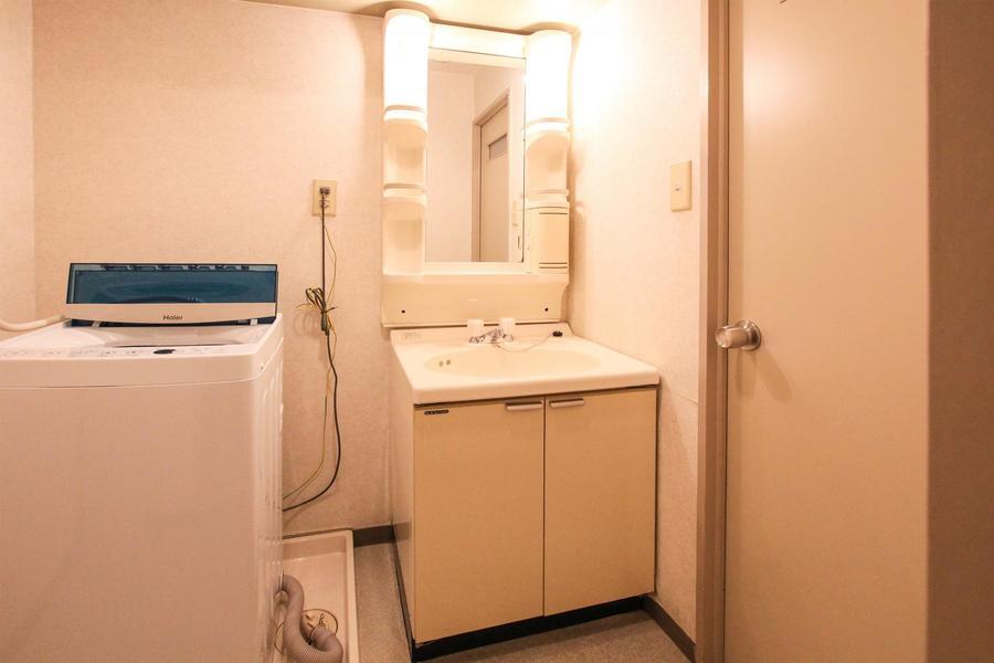 毎日の身だしなみに欠かせない洗面台。収納スペースもたっぷり!