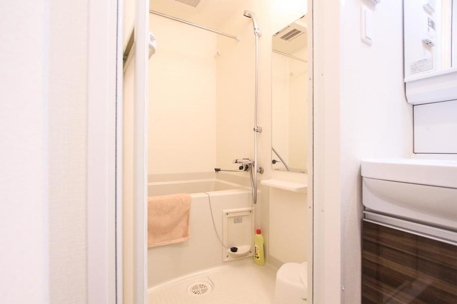 お風呂にはあると便利な浴室乾燥機能を搭載。急な洗濯物もバッチリ