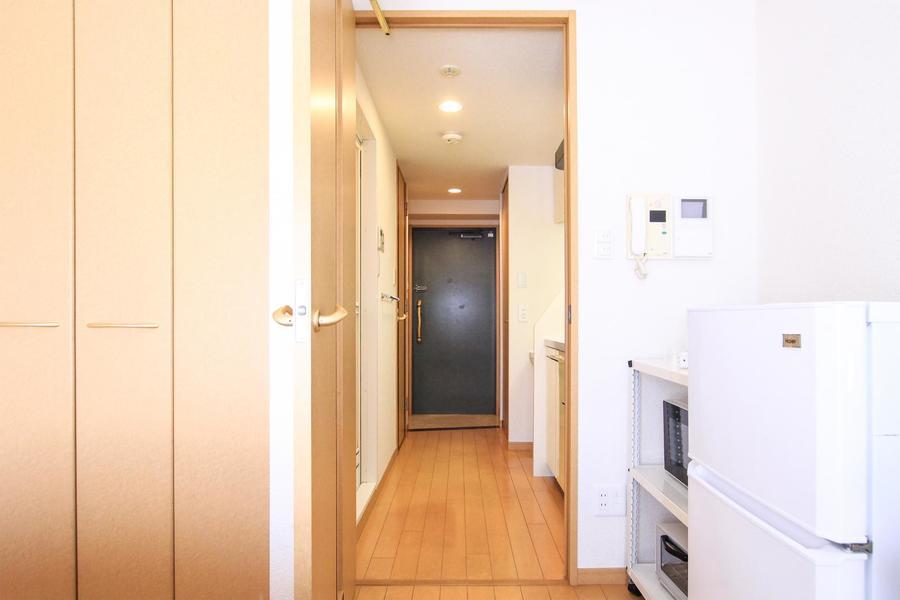 キッチンとお部屋の間には扉が設置。プライベート空間をしっかりと保ちます