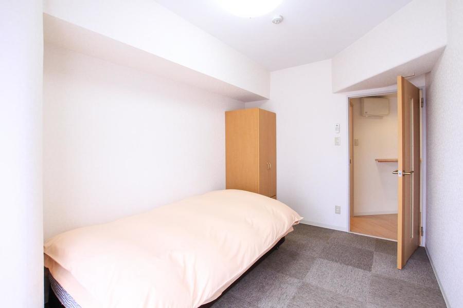 もうひとつの寝室にも収納スペースをご用意