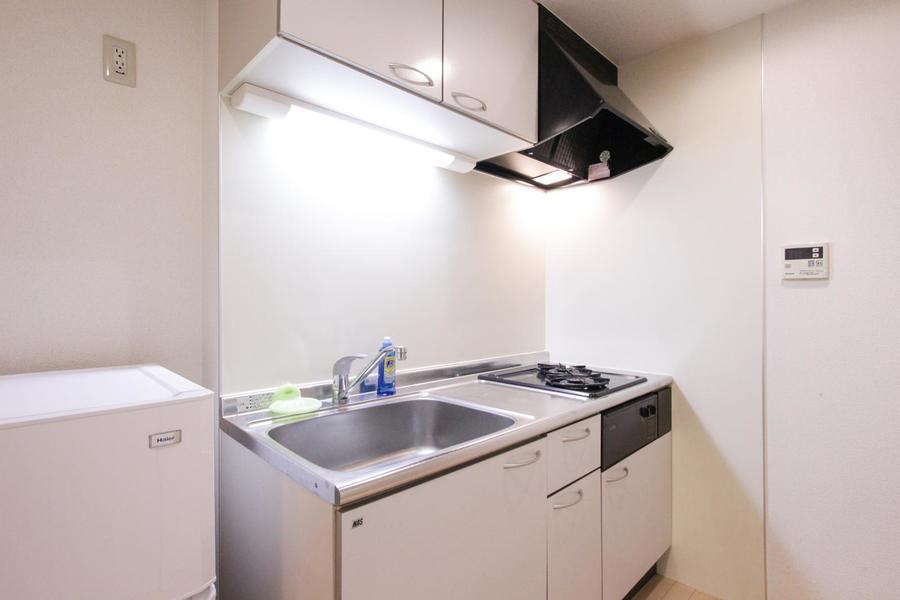 コンロは二口。作業スペースも広く、ちょっとしたお料理もできます